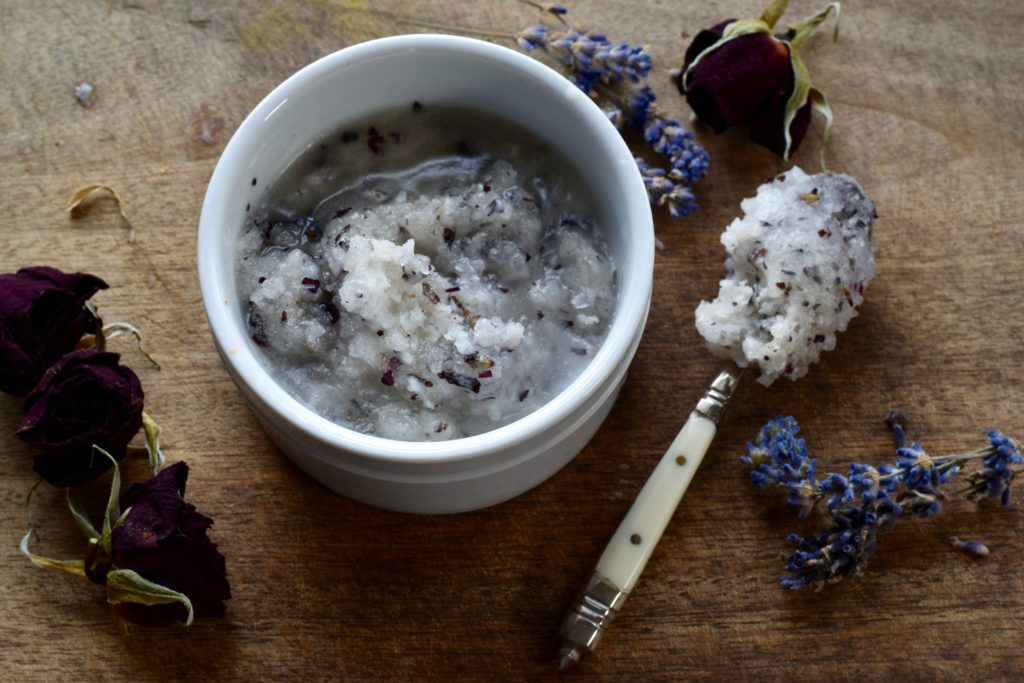 HOMEMADE SEA SALT & COCONUT OIL BODY SCRUB